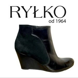 RYLKO Black Leather Wedge Booties